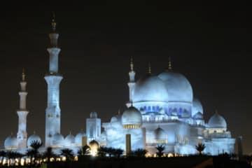 Sheikh Zayed Mosque illuminated at night. Abu Dhabi, United Arab Emirates